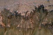 На Марсе, возможно, обнаружены весенние ручьи