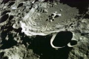 Как версия:Луна, она же Нибиру