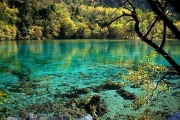 Озеро Пяти Цветков в Цзючжайгоу