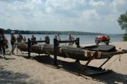 Уникальная находка: со дна Днепра достали 500-летнюю лодку из дуба