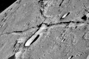 Найдены загадочные отверстия на луне